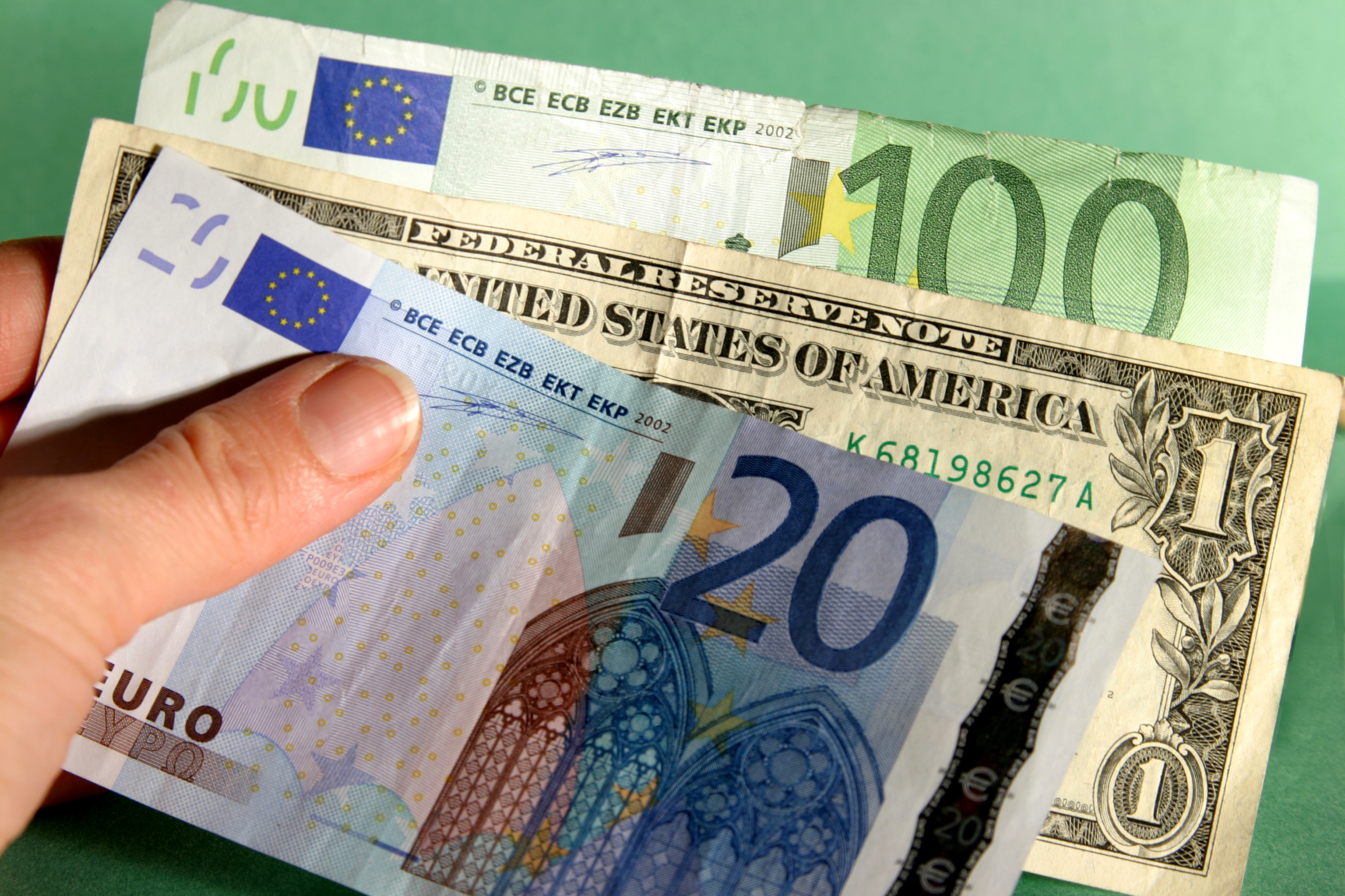 Pound to euro exchange rate: Sterling up against eurozone ...